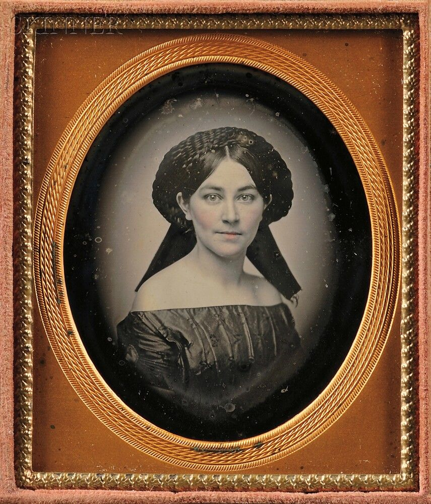 American School, 19th Century      Sixth-plate Vignetted Daguerreotype of a Woman