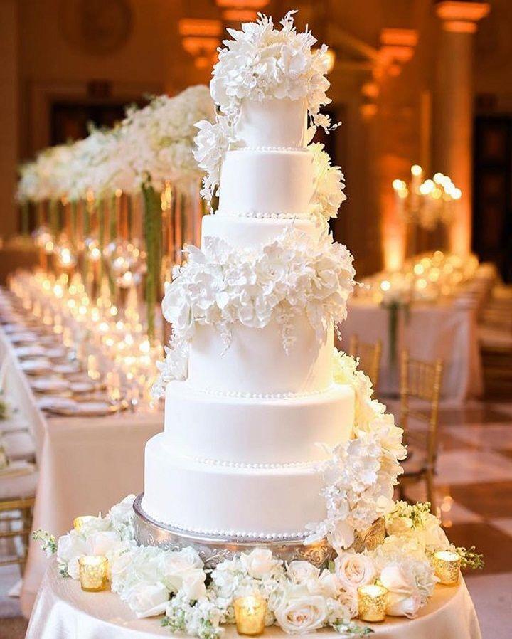 elegant white wedding cake with sugar flowers #weddingcake #elegant #whiteweddingcake #weddingcakeinspiration