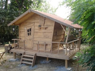 Cabane de trappeurs la cabane dans son sous bois vous avez construit une cabane cabane - Construire cabane jardin ...