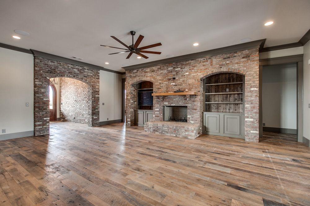 TN Reclaimed Hardwood & New Carpet CityTile Decoración