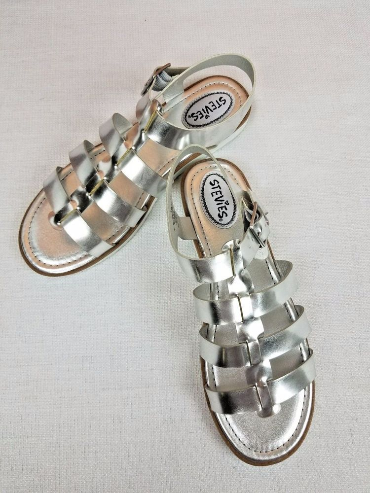 9f873c8849c0 STEVIES Girls Metallic Silver Gladiator Buckle Sandals Girls Size  6 NWOT   Stevies  Sandals