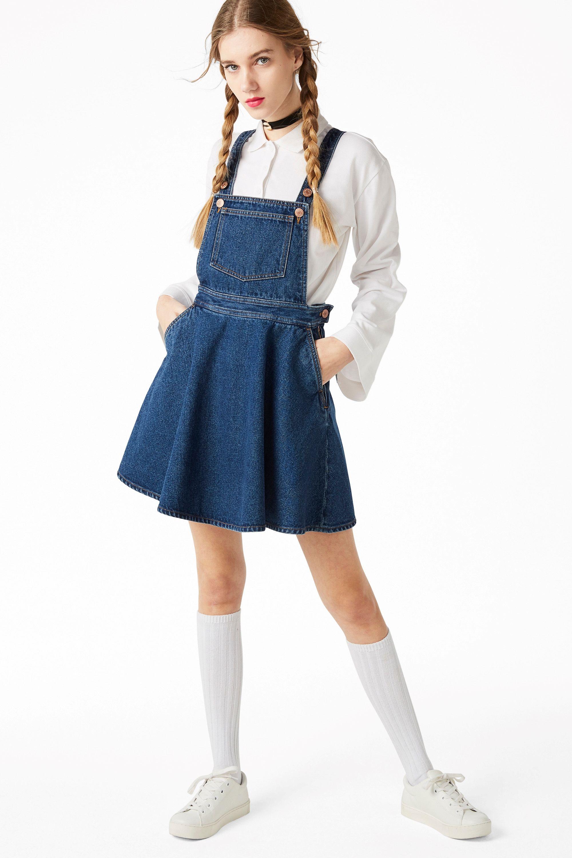 35dadf00e Denim + Dungaree + Dress? Holllllla! A classic dungaree apron atop a ...