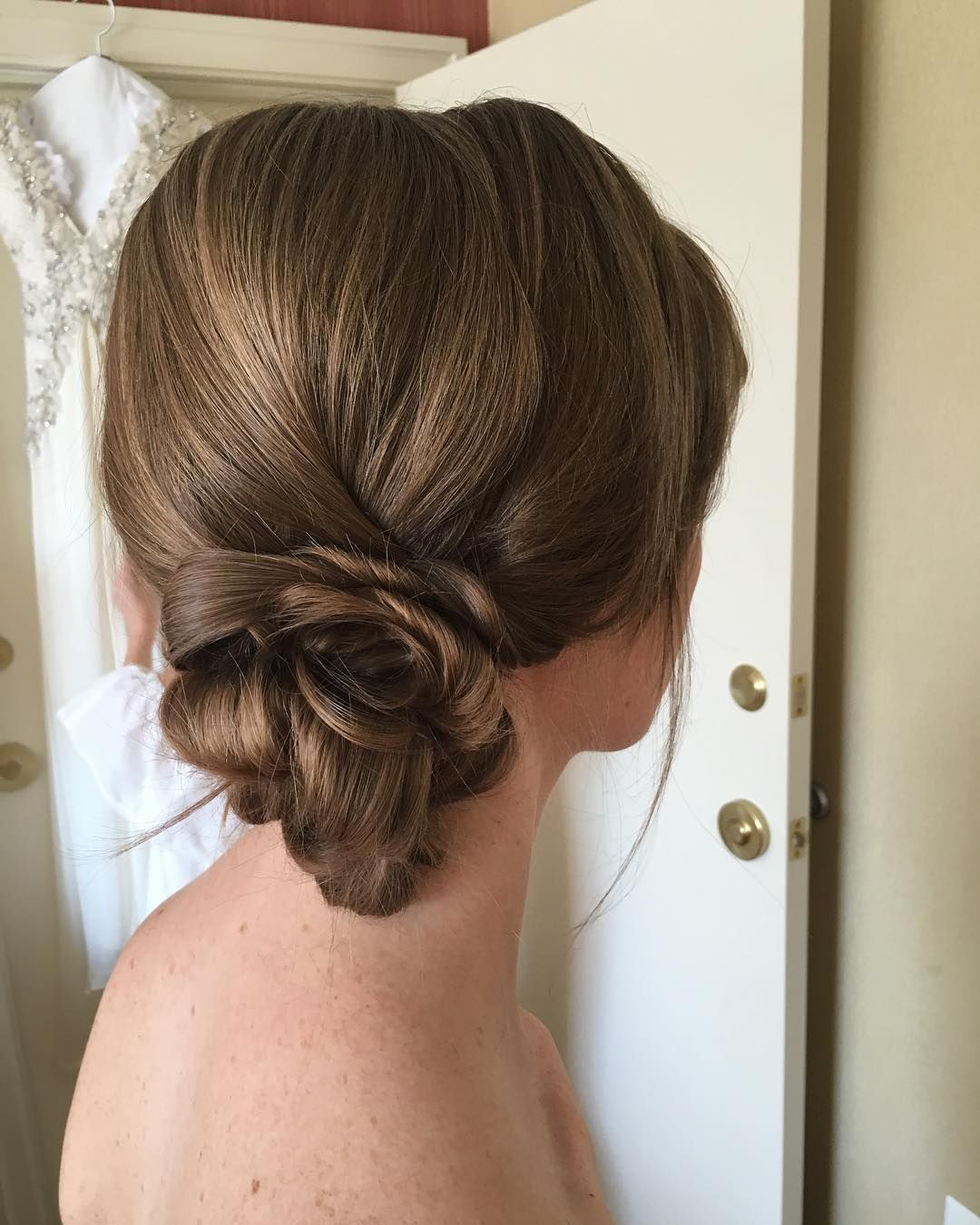 38 Flower Shaped Hairstyles For Special Occasions #lowsidebuns