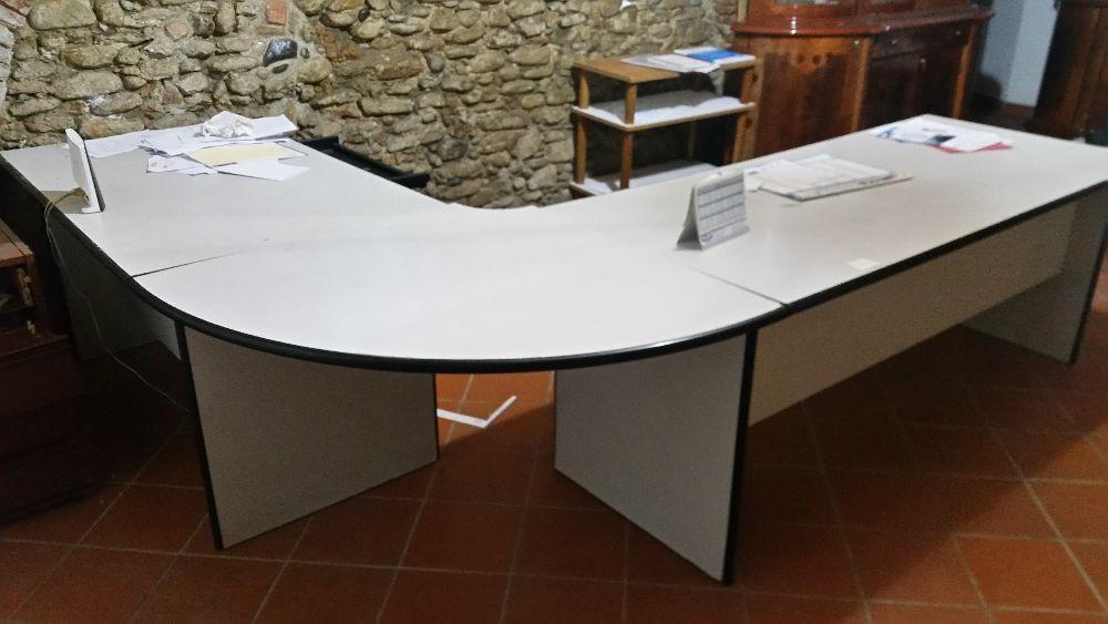Scrivania Ufficio Grande : Vendo tavolo direzionale ad angolo vendo tavolo grande.. per