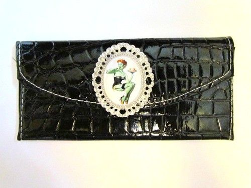 ZOMBIE PIN UP GIRL WITH BRAINS DECORATED ART CLUTCH FOLD WALLET COOL GOTH NEW!#RDStepIntoFall