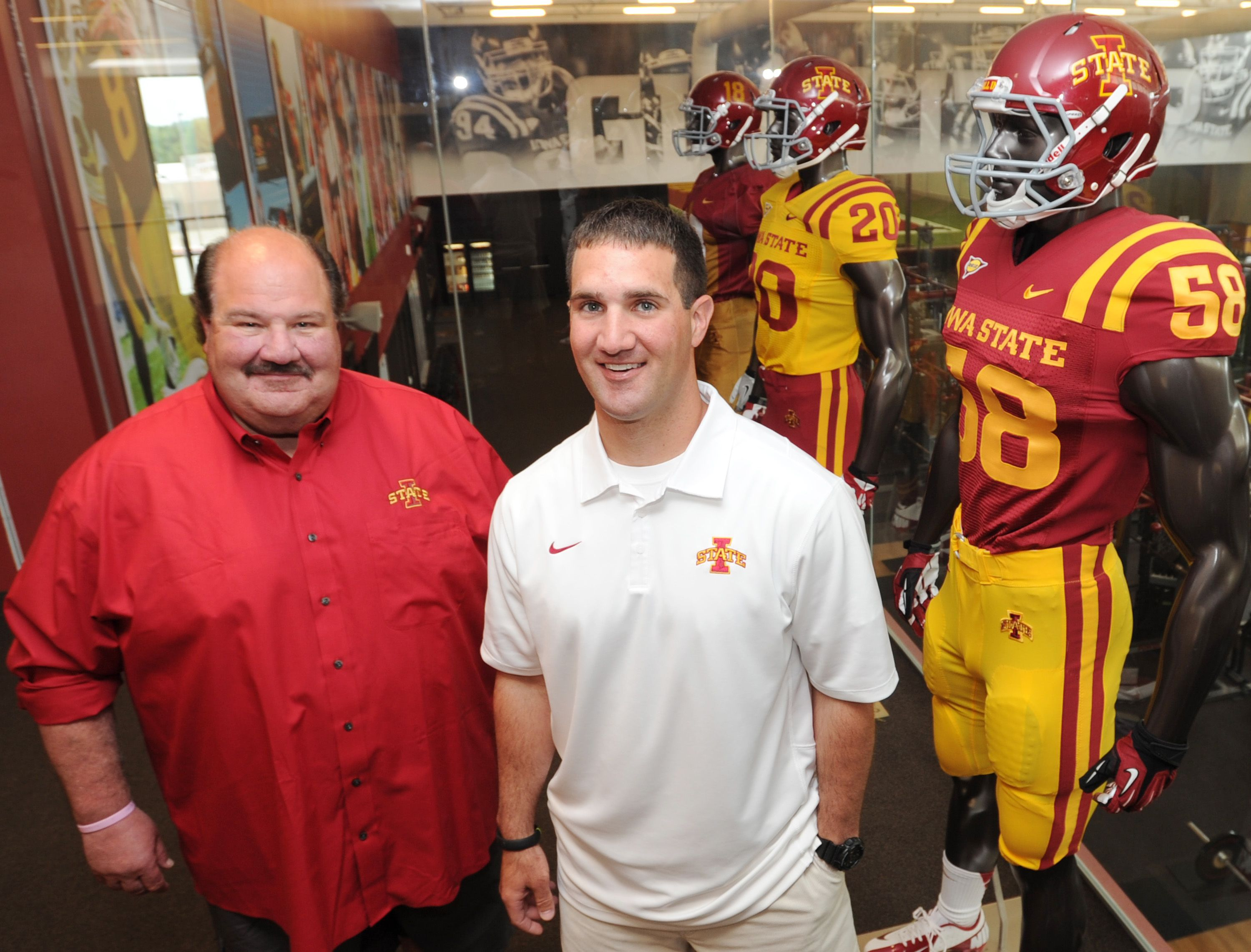 Iowa State S Offensive Coordinator Mark Mangino Left And His Son