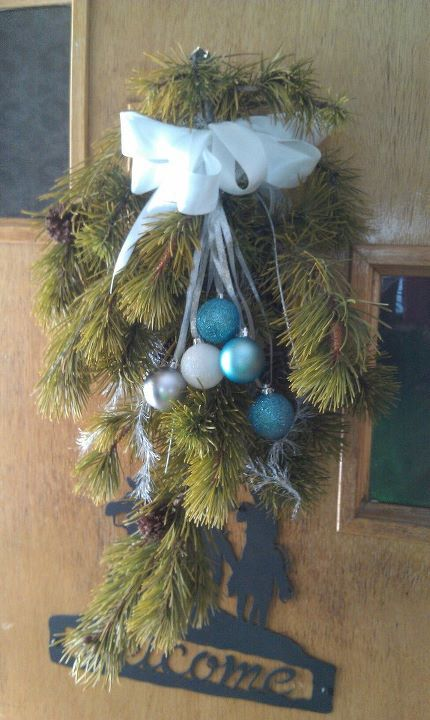 Learn How To Trim Your Farm Raised Christmas Tree To Look As If It Has Grown Natural Country Christmas Trees Natural Christmas Tree Primitive Country Christmas