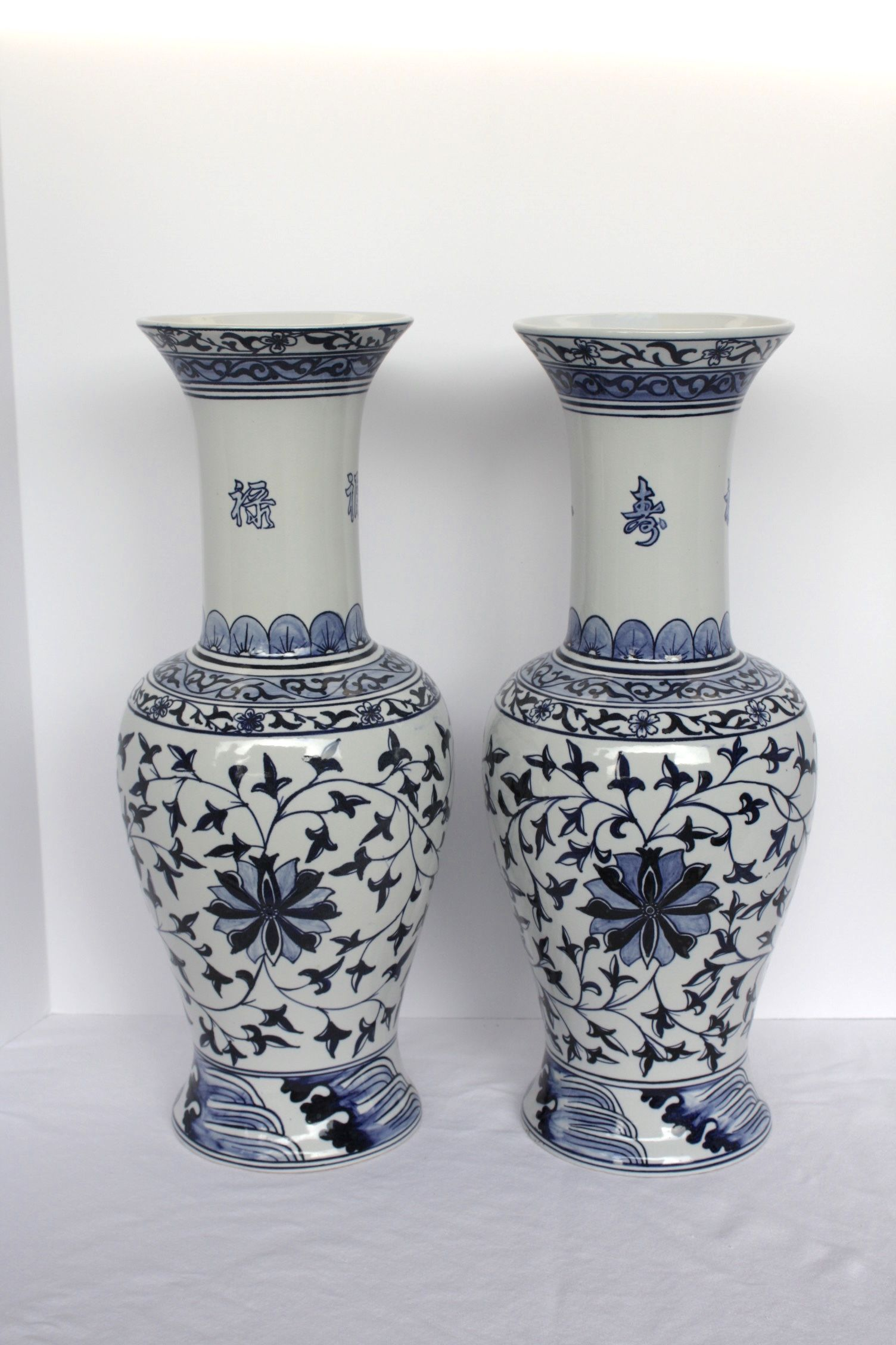 Vintage hand painted chinese blue and white vases 19 vintage hand painted chinese blue and white vases 19 chrysanthemum detail floridaeventfo Choice Image