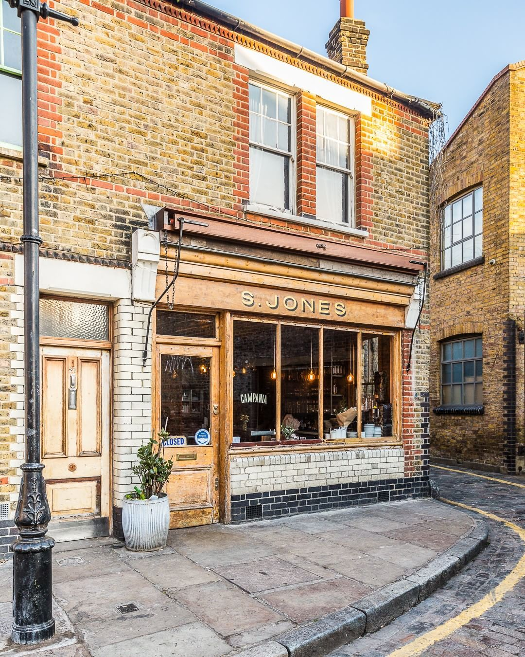 A Pretty Exposed Brick Facade On A Restaurant Near The Columbia Road Flower Market In London S Shoreditc Best Places In London London Places London Restaurants