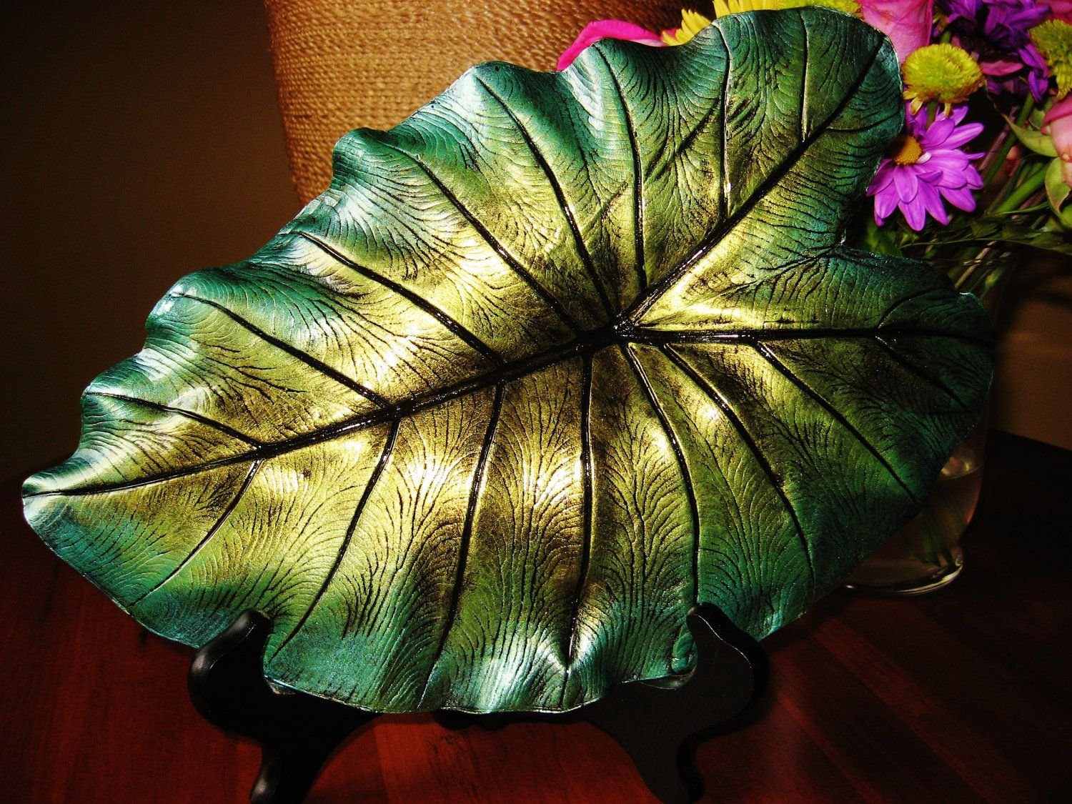 Concrete elephant ear leaf casting with free display stand