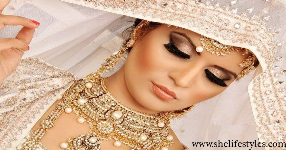 Today I'm going to share with you Bollywood inspired glitter Smokey bridal makeup tutorial for you so, that you can get the awesome ideas for your wedding.