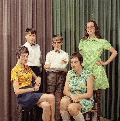 Pin By Sssssai On Talk Nerdy To Me Awkward Family Photos Awkward Photos Funny Pictures