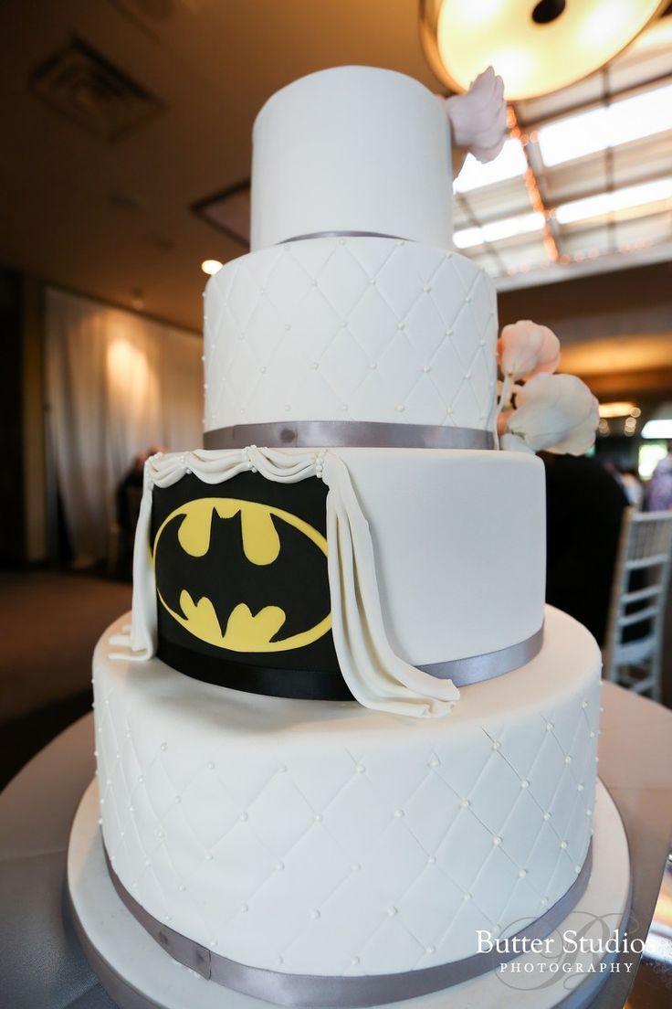 Batman wedding cake | Superhero Wedding Ideas, Geeky Wedding Theme ...