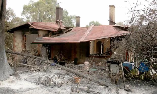 Nation counts cost of Australian blazes after communities