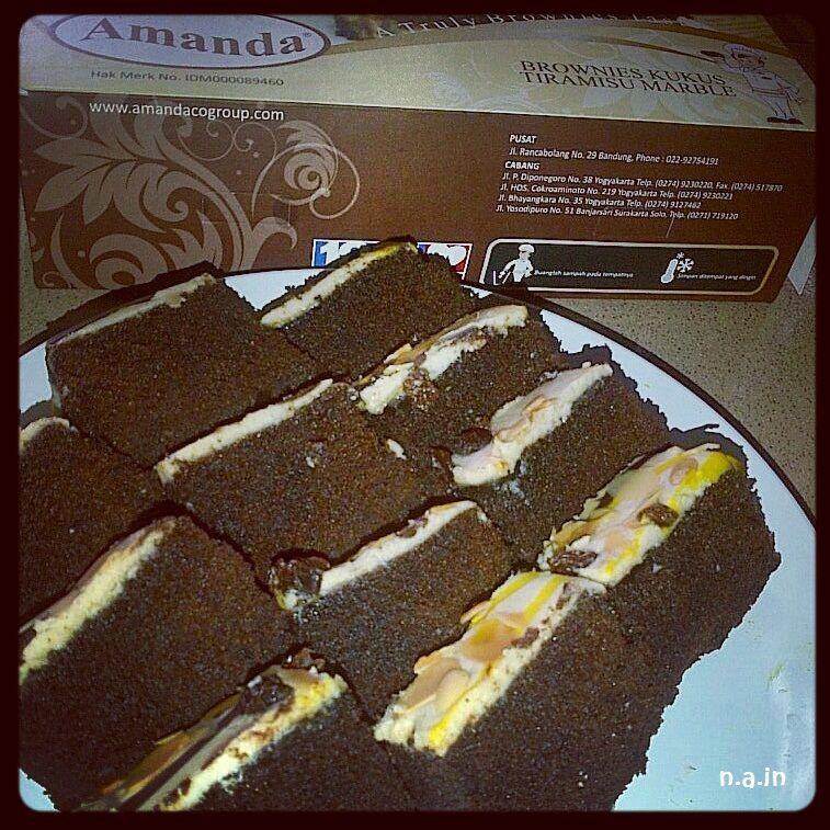 Brownies Kukus Amanda Selain Di Bandung Outlet Amanda Brownies Bisa Dijumpai Di Yogyakarta Solo Surabaya Madiun Dan D Makanan Makanan Dan Minuman Brownies