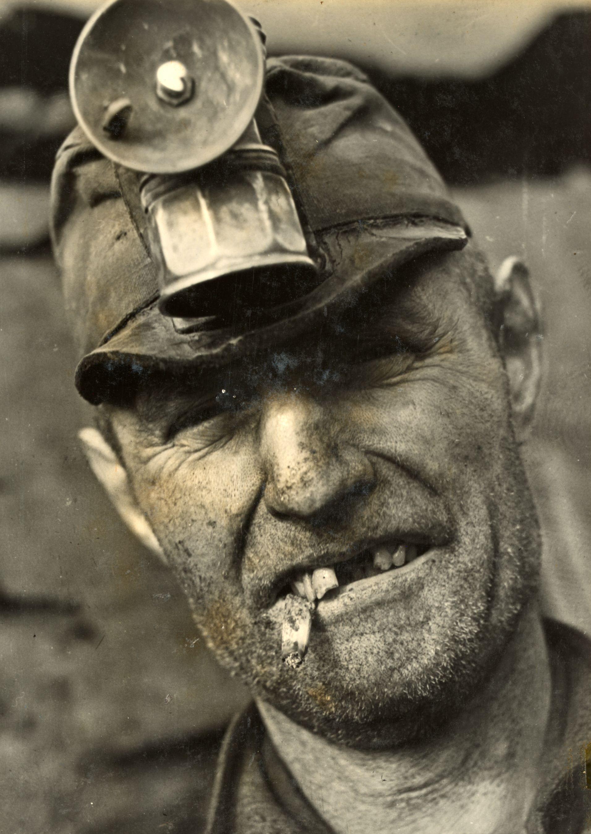 тяжёлые, старые шахтерские фото моделью