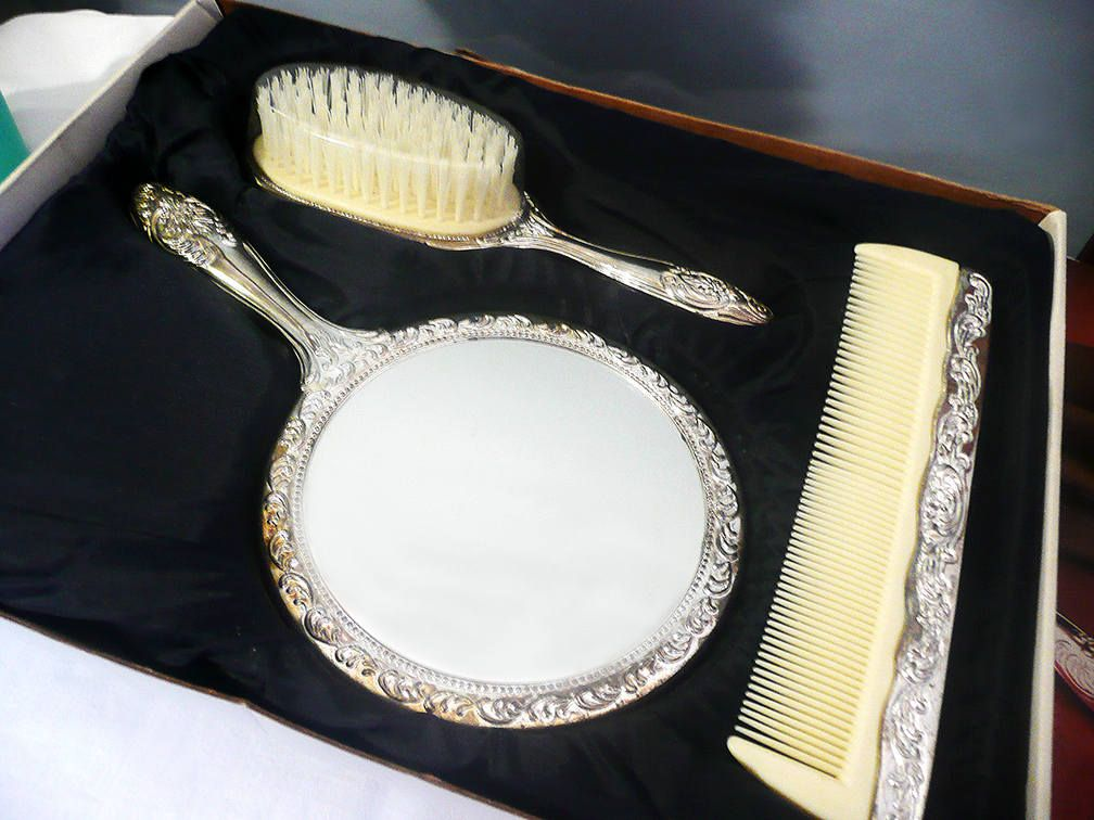 Paul Revere Silver Plated Dresser Set Paul Revere Silversmiths vintage mirror vintage comb & Paul Revere Silver Plated Dresser Set Paul Revere Silversmiths ...