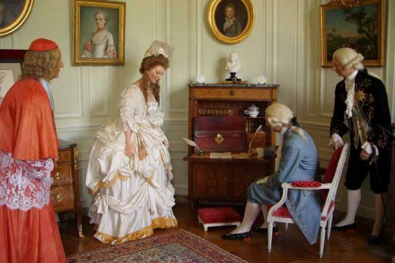 Marie Antoinette Wax Figure At Chateau De Breteuil La Reine Is Being Questioned Over L Affaire Du Collier De Marie Antoinette French Royalty Marie Antionette