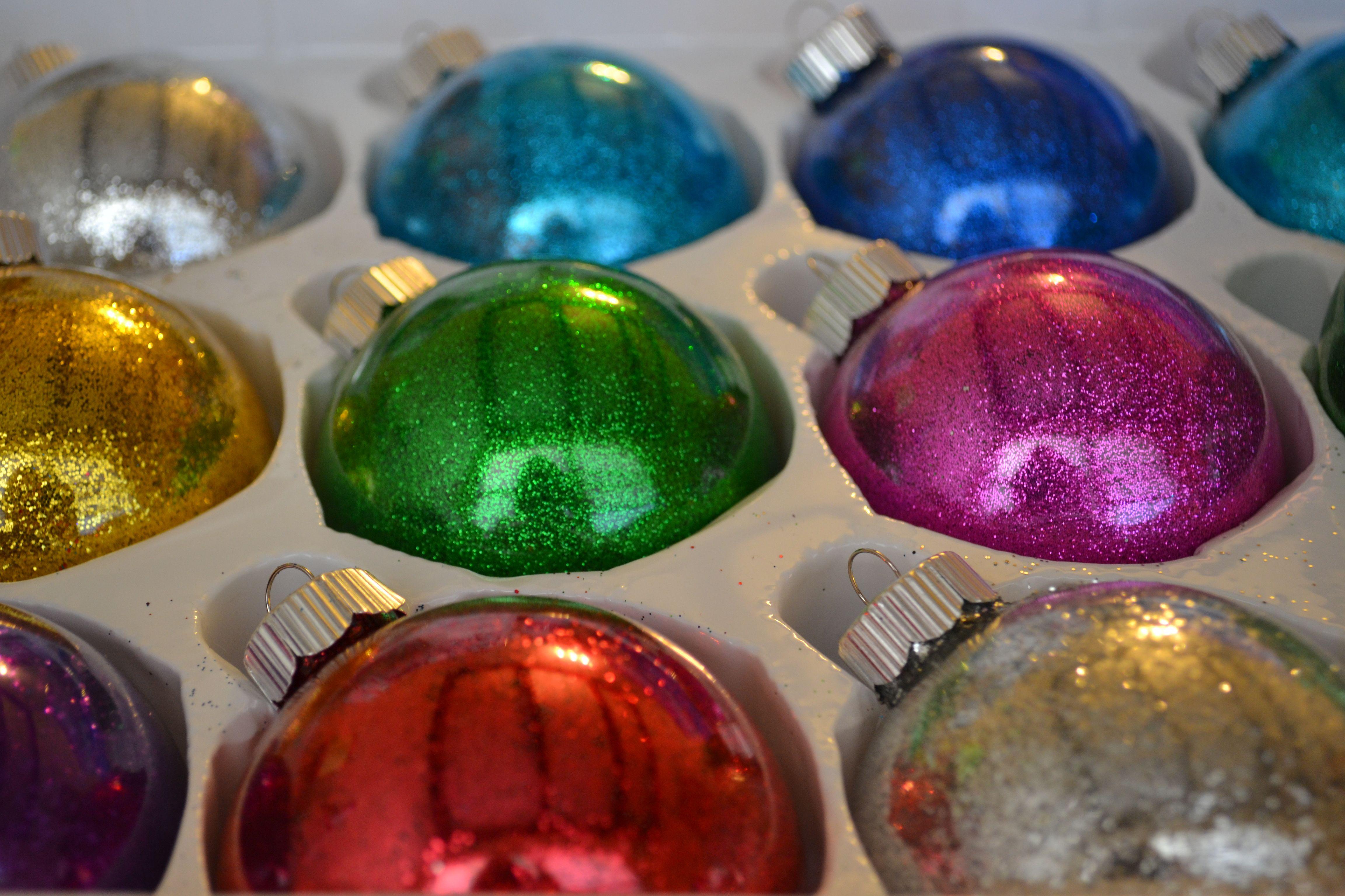 DIY Glitter Christmas Ornaments! Hairspray and glitter. So