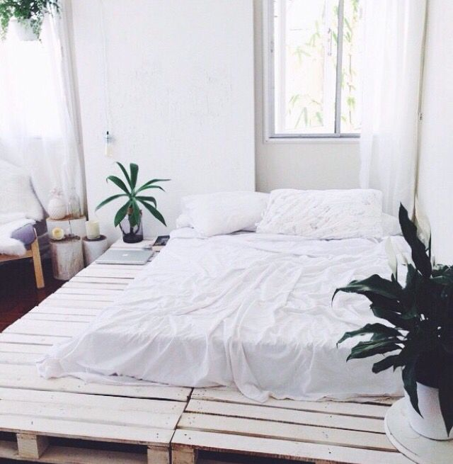 pallet bed / indie / boho / tumblr / white | Realistic DIY for when ...