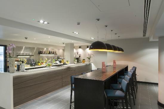 Crowne Plaza Gerrards Cross Beaconsfield Hotel Bar Juice Bar