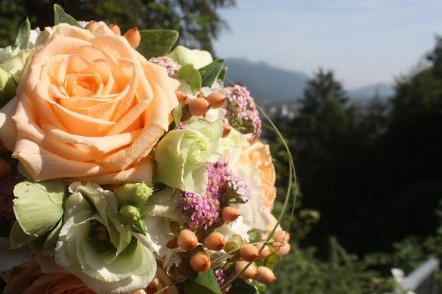 Brautstrauss Von Passiflori Blumen Penzberg Hochzeit In Apricot