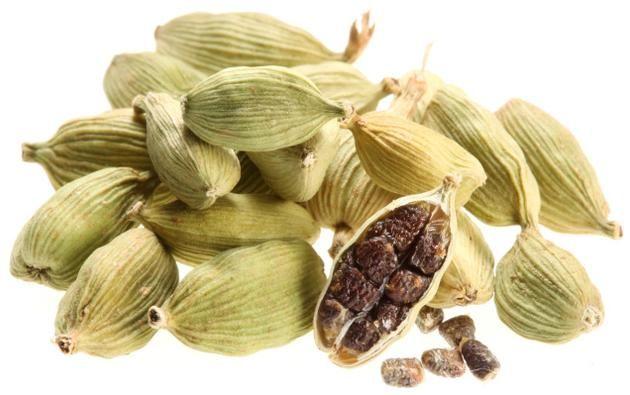 cardamom 카르다몸: 서남아시아 원산지의 생강과 식물, 또는 그 씨앗을 말린 향신료