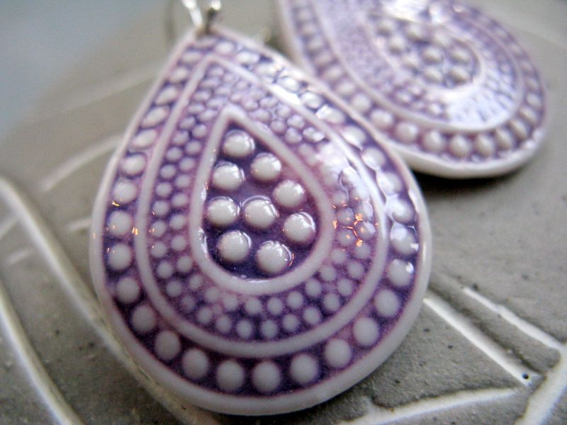 New in the shop of Noot & Zo - porcelain marakesh drops in white and royal purple.