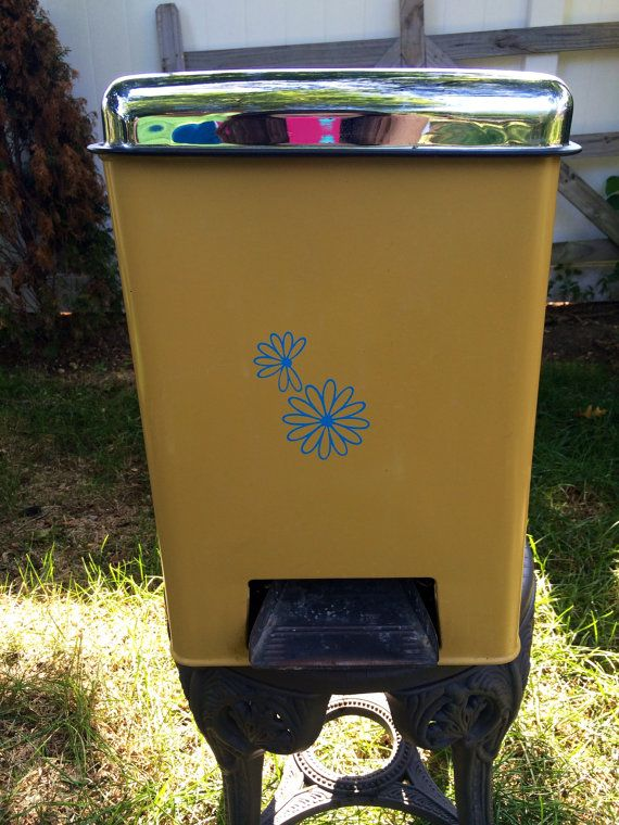 Late 60 S Vintage Metal Trash Can With Daisy Decor And Foot Pedal