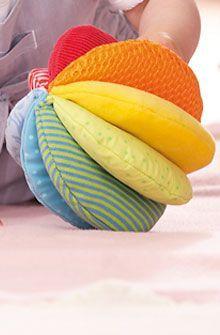HABA - Erfinder für Kinder - Stoffball Rainbow - Stoffspielzeug für Babys - Für ... #fabrictoys
