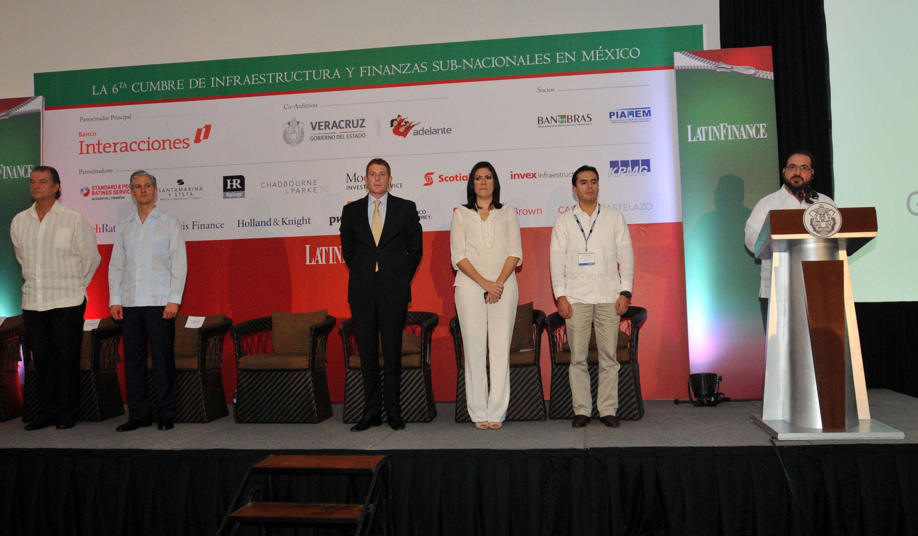En la inauguración de la Sexta Cumbre de Infraestructura y Finanzas Subnacionales en México, el gobernador Javier Duarte de Ochoa, aseguró que Veracruz cuenta con una economía responsable que genera empleo y bienestar para las familias.
