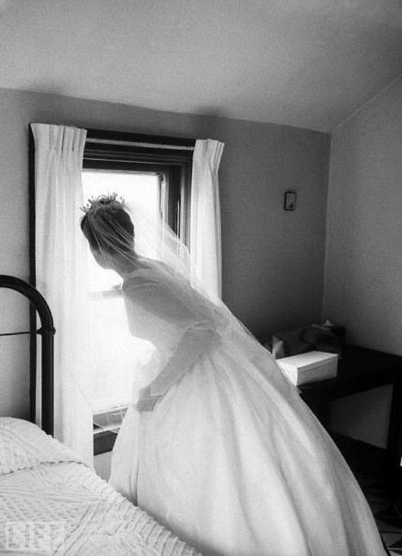36. Before the wedding (Before the Wedding). Photo by Michael Rougier, 1962