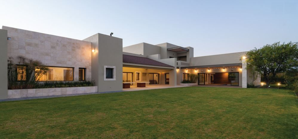 Casa moderna y c lida home pinterest casas modernas for Arquitectura de casas modernas de una planta