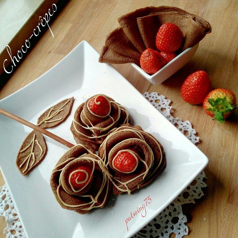 Choco-Crêpes Roses con crema bianca alle nocciole e fragole