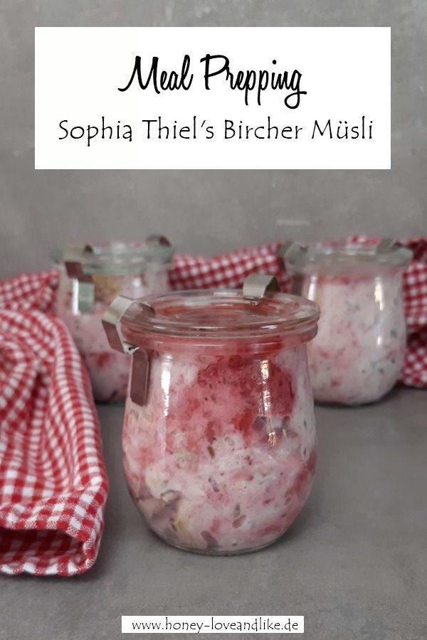 Sophia Thiel's Bircher Müsli mit Beeren und Mandeln