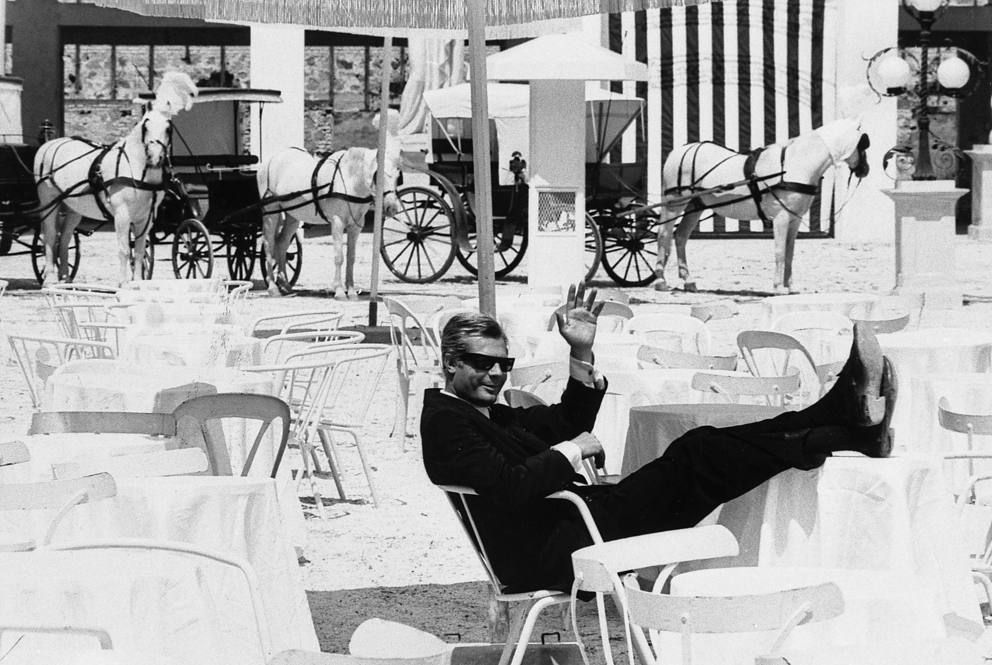 Mastroianni on 8 1/2 | Federico Fellini\'s world, in b/w | Pinterest ...