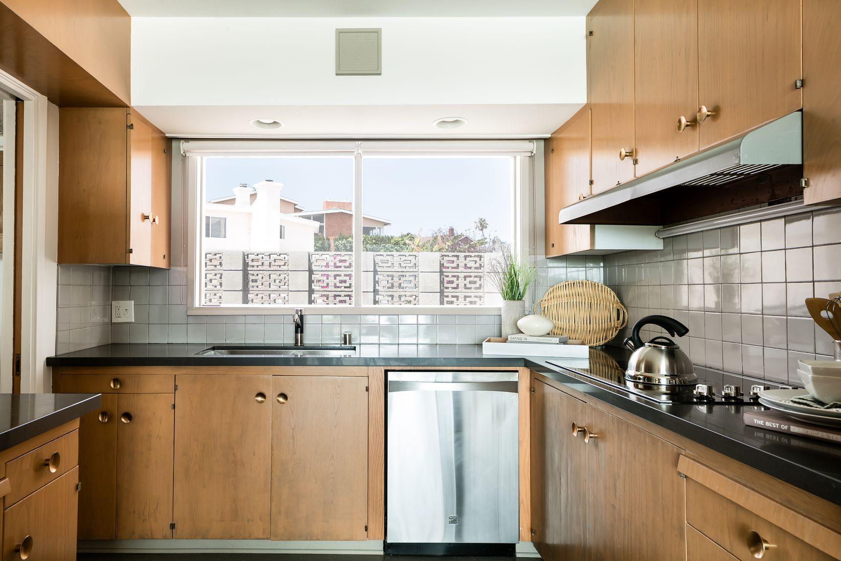Baldwin Hills Midcentury Modern By Harold Zook Seeks 1 5 Million Kitchen Midcentury Modern Mid Century Modern Kitchen Kitchen