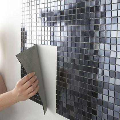 Carrelage adhésif : une rénovation facile | Carreaux adhésifs, Carrelage adhesif et Deco salle ...