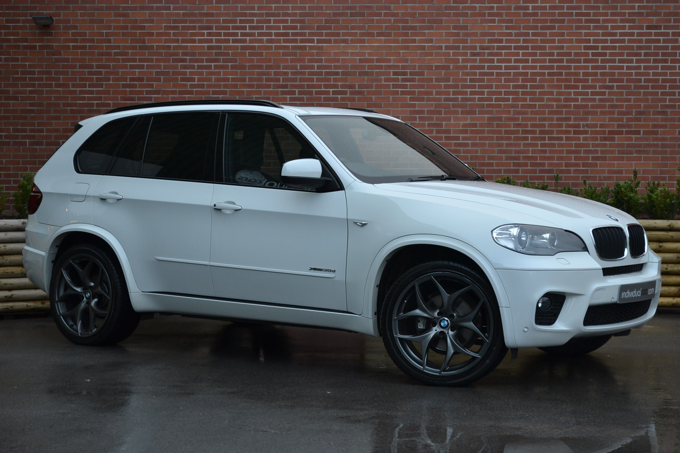 Alpine White Bmw X5 Now In Stock Low Millage And Huge Spec Click Here For More Information Http Www Individualcars Com Cars 182 Bmw X5 Bmw X5 E70 Bmw