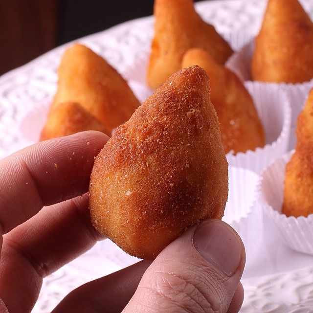 """Coxinha caseira na quarta! """"Pode isso Arnaldo""""?  A Pear-Shaped, Deep-Fried Chicken Filled Croquette. #Padgram"""