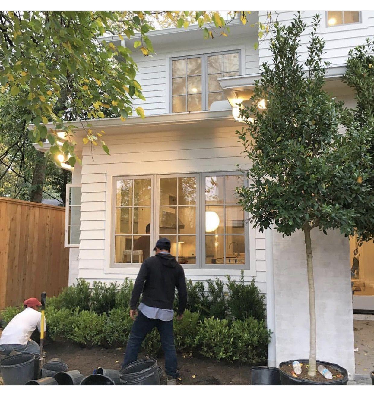 Gorgeous White House Snowbound By Sherwin Williams White