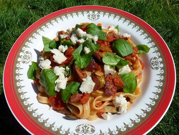 Fettuccine Diablo  2 Tb olive oil  3 cloves garlic   1/2 - 1 tsp crushed red chili flakes  1 onion, finely chopped   1 cup mixed pitted olives (black, green, Kalamata)   fresh basil, for the sauce & garnish   2- 14 oz cans chopped tomatoes in tomato juice (note: San Marzano tomatoes which are a type of plum tomatoes that most chefs use in pasta dishes)   2 bay leaves   1/2 tsp thyme   salt, pepper to taste   14 oz fettuccine - or use less than a full pack, to better enjoy the sauce :)