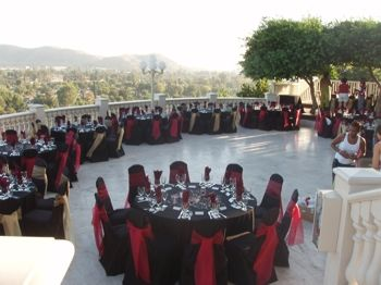 Coco Palm Restaurant Wedding Location View And Black And Red Table Cloths Restaurant Wedding Champagne Wedding Wedding Locations