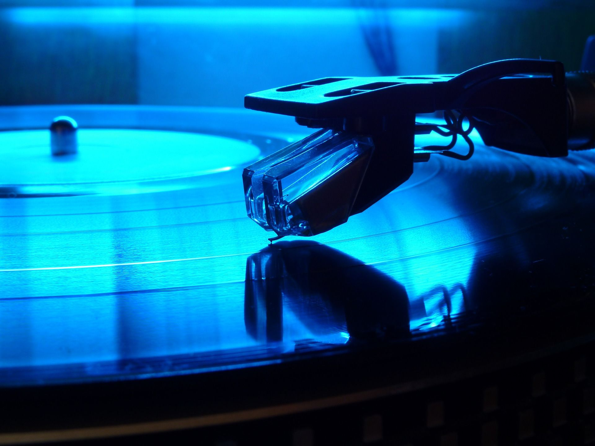 How To Properly Maintain Your Vinyl Old Records Vinyl Records Old School Music
