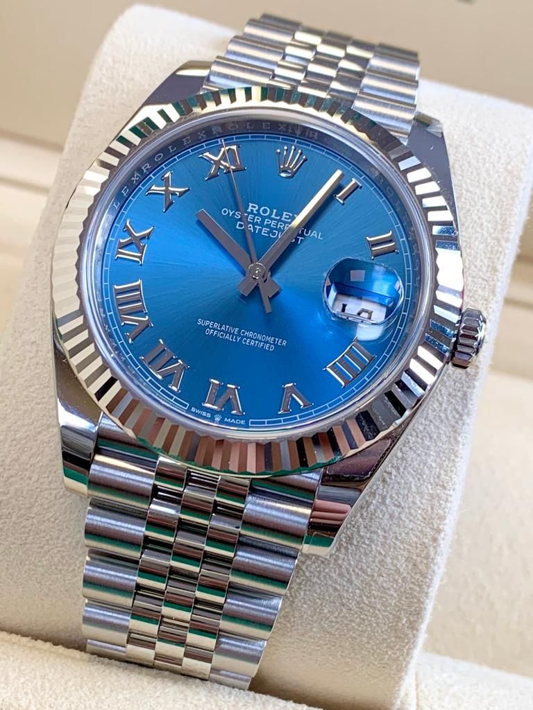 The hugely popular blue 'Azzurro' Roman dial makes a