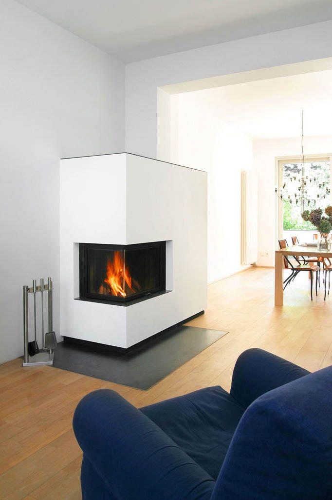 der zweiseitig geoeffnete kamin ist der varia 2lh von spartherm in den schmalen und hohen. Black Bedroom Furniture Sets. Home Design Ideas