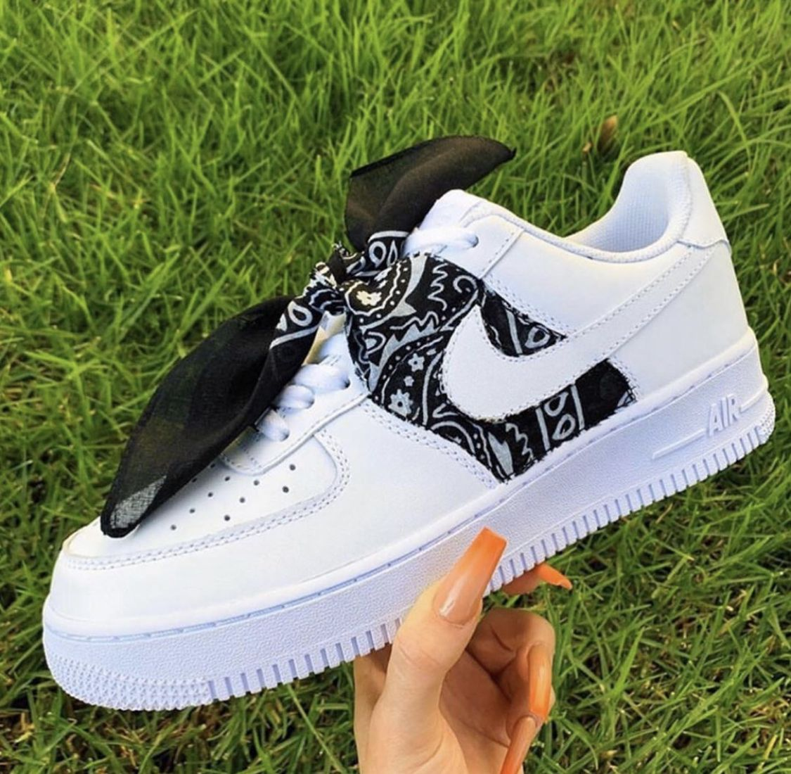 Pin by Nyleaks on ShoeLaLa in 2020 Black nike shoes