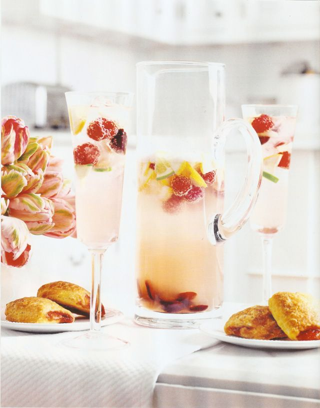 Lemonade cocktail with vodka #lemonadepunch