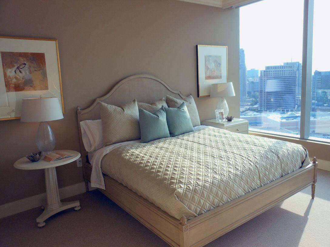 ปักพินในบอร์ด Designer's Rooms Made With Hickory Chair