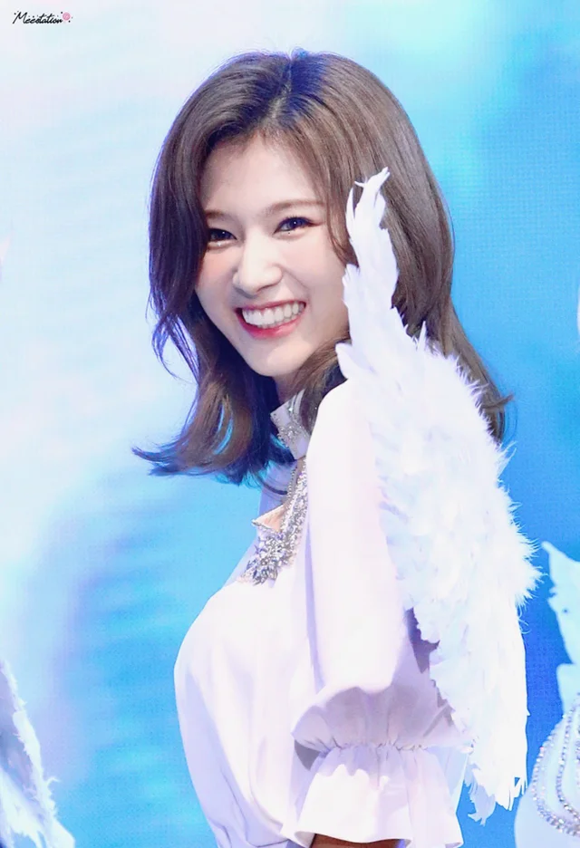 R Kpics For All Your K Pop Picture Needs Kpop Girls Twice Sana Girl Hairstyles